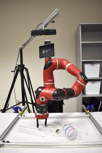robots grasp transparent objects 600x900 min